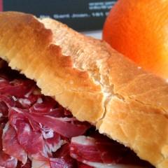 Estàs constipat? El millor … un bon entrepà de pernil ibèric de gla i un parell de mandarines de temporada!